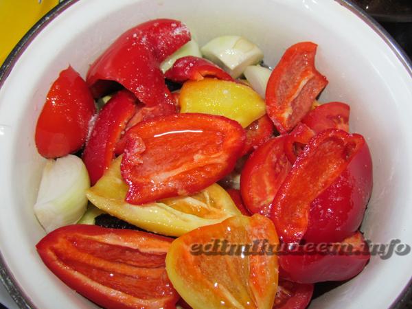 Перцы с овощами