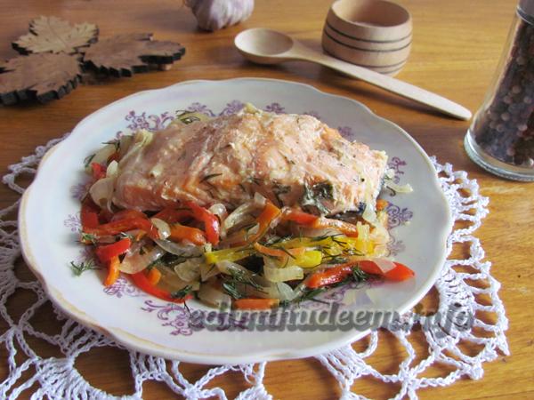 Лосось в сливках с овощами