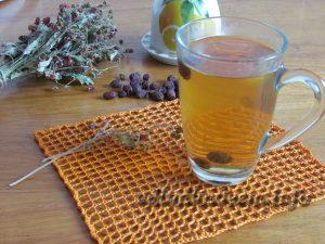 Напиток с имбирем, медом и шиповником