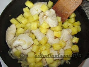 Куриное филе с ананасом