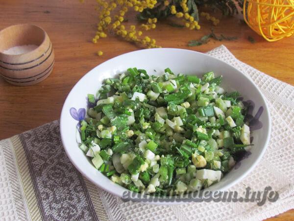 Салат с черемшой: рецепт