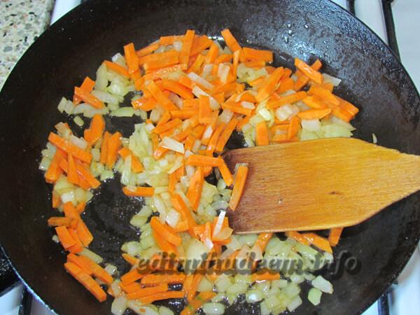 Куриное филе с горошком в сметане: рецепт с фото