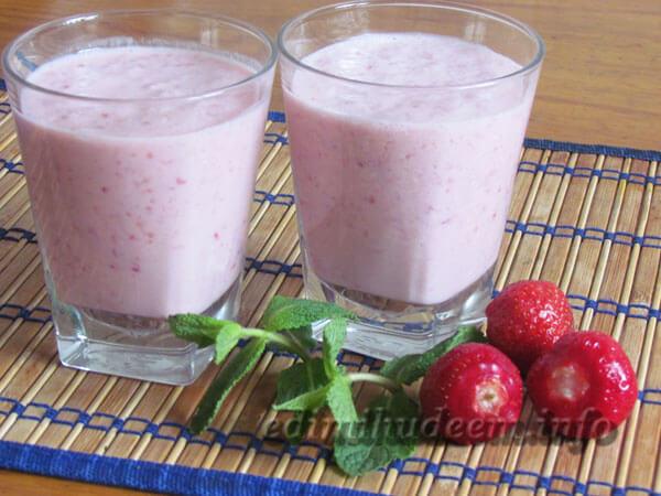 Клубничный йогурт