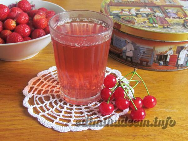Как варить компот из клубники и вишен: рецепт