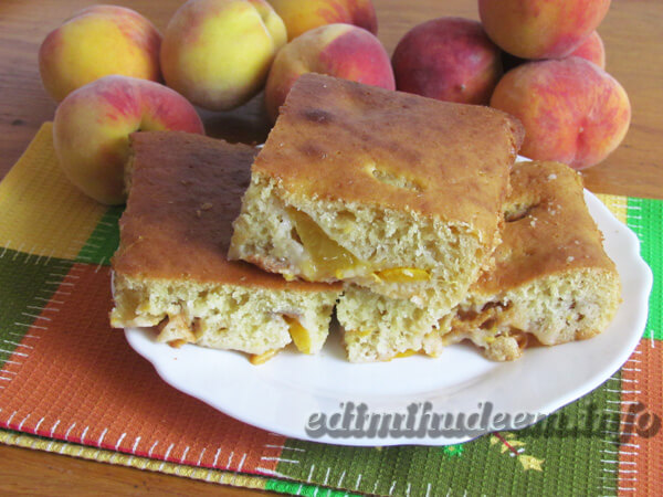 пирог персики