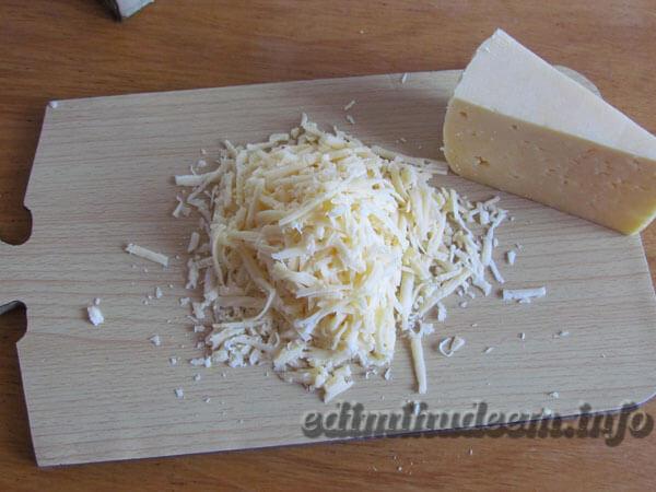 Куриное филе в горшочках с сыром