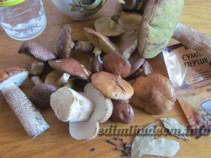 лесные грибы маринованные