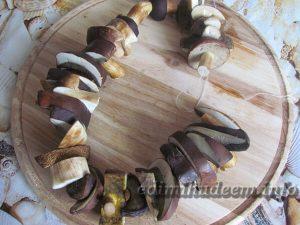 сушка грибов на нитке
