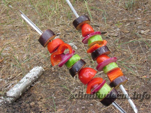 жареные овощи на костре